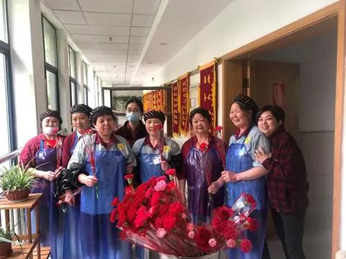 让时光停在花开时—北控宏泰母亲节活动-第4张图片-护理院 养老院 老年公寓 无锡养老平台